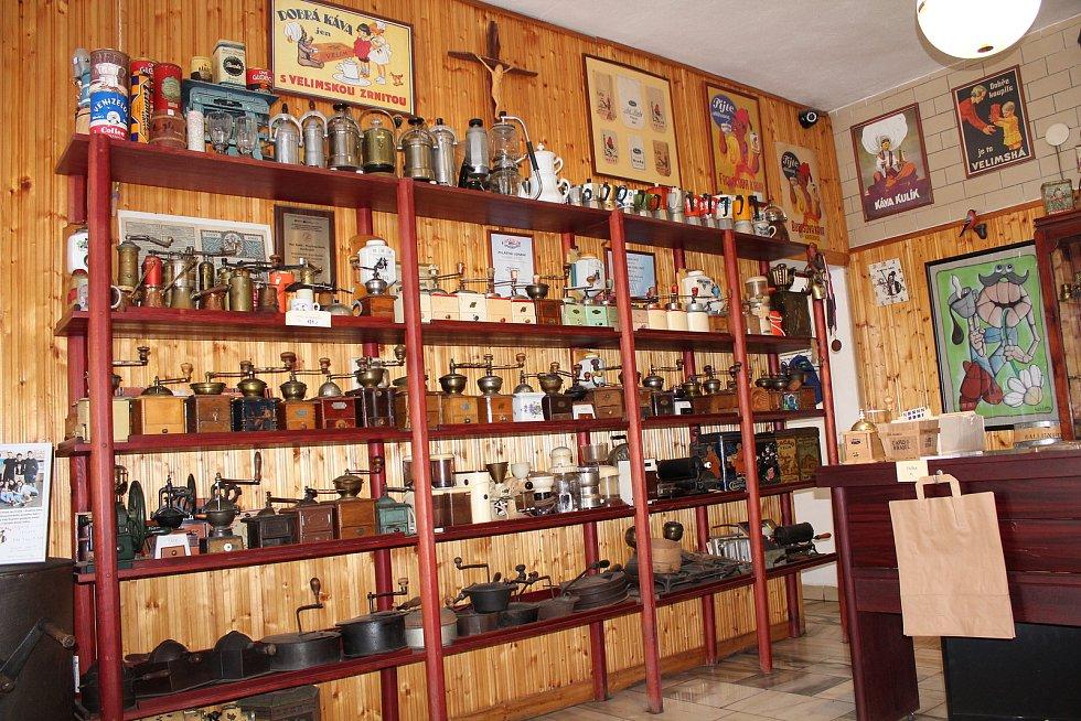 Navštívit Frolíkovu pražírnu kávy v Borohrádku je zážitek.