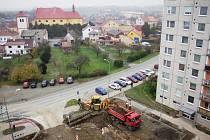 Obyvatelé Hečmandy se musejí dočasně smířit se ztrátou zeleně i svých parkovacích míst. Dočkají se ale náhrady.