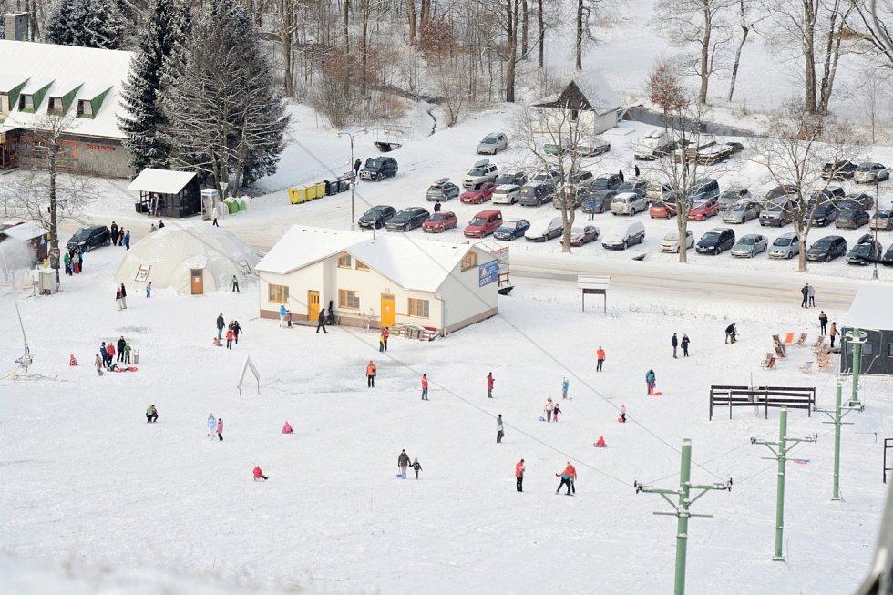 Zima přinese v Deštném nejen radovánky, ale i problémy s parkováním.