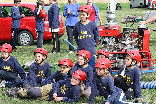 Práce s dětmi  je pro dobrovolné hasiče z Ledců velmi důležitá. Sbor má dvě dětská družstva – starší a mladší. Obě se na poslední hasičské soutěži umístila na pátém místě.