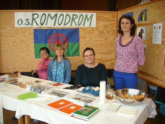 Sdružení Romodrom na Veletrhu sociálních služeb v Rychnově nad Kněžnou