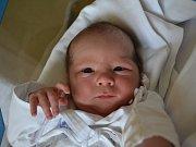 KRYŠTOF BEČKA se narodil 21. června ve 14:34. Ze druhého děťátka se těší maminka Lenka a tatínek Radek Bečkovi ze Slatiny nad Zdobnicí. Chlapeček vážil 3500 gramů a měřil 51 cm. Tatínek byl s maminkou u porodu a zvládl ho. Doma se na brášku těší Kristýnka