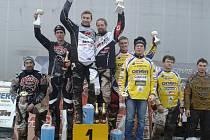 Úvodní závod letošního mistrovství České republiky v motoskijöringu v jihočeských Chotčinách ovládli Josef Mňuk s Filipem Langerem, kteří vyhráli všechny své jízdy.