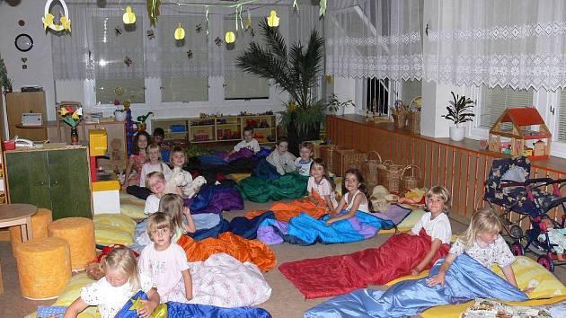Noc v Mateřské škole Sluníčko.