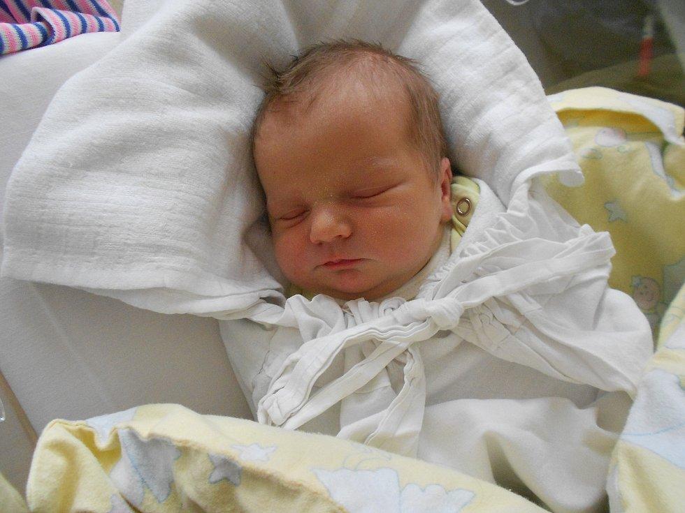 Nikola Kopecká poprvé vykoukla na svět 21. 3. 2021 v11:26 hodin. Vážila 3 050 g a měřila 49 cm. Hrdí rodiče Petra Tomášková a Petr Kopecký pochází zKostelce nad Orlicí. Nikola má sestřičku Tamaru. Tatínek byl u porodu.