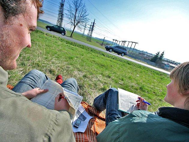 MONITOROVÁNÍ dopravní vytíženosti v Rychnově nad Kněžnou provádělo osmadvacet studentů rychnovské průmyslové školy.