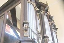 V kostele sv. Michaela Archanděla v Borohrádku opravují varhany.
