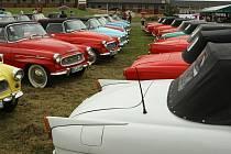 V  Motorestu v Cháborech se na oběd zastavilo 64 starých Felicií, 22 Octavií a jeden Wartburg.