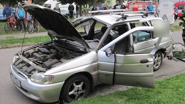 Unikající plyn z propanbutanové lahve způsobil výbuch v osobním autě