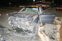 V Dobrušce se bouralo, řidič nedal přednost. Na horách oproti tomu řádil zloděj