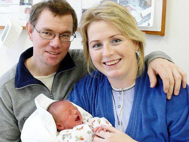 ONDŘEJ: Manželé Helena a Zdeněk Blahovcovi z Deštného v Orlických horách mají radost z narození syna Ondry. Narodil se 9. 1. ve 20.16 hodin (3,10 kg a 47 cm). Tatínek byl u porodu a zvládl to bravurně. Doma se na brášku těší Ivuška.