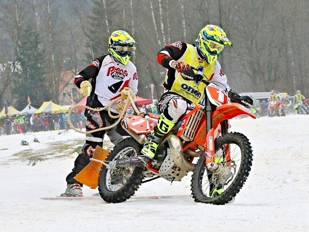 Stylem start - cíl si dojeli pro jubilejní dvacáté vítězství v mistrovství České republiky bratři Šrolerové.