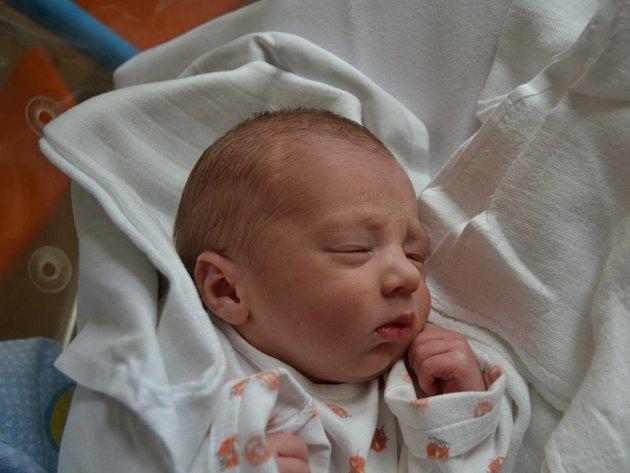 PAVEL ŠKOP se narodil 25. května v 5:56. Z prvního syna  se těší maminka Anna a tatínek Pavel Škopovi z Kvasin. Chlapeček vážil 2520 gramů a měřil 47 centimetrů. Doma se těšily sestřičky Anička a Terezka.