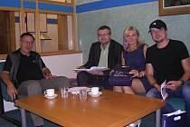 Druhý zleva sedí proděkan pro studijní záležitosti z Univerzity Hradec Králové Mgr. Václav Víška.