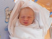 ALEXANDR MŇUK se narodil 4. července ve 12:11. Z narození miminka se těší maminka Radka a tatínek Jaroslav Mňukovi z Třebešova. Chlapeček po porodu vážil 3030 gramů a měřil 46 cm. Tatínek porod zvládl výborně.