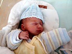 JIŘÍ ČÁP se narodil 28. března rodičům  Petře Josefu Čápovi z Křovic u Dobrušky v 10.18 hodin. Vážil 2300 gramů. A přišel na svět jako druhý ze dvou bratrů, na vedlejší fotografii je jeho o dvě minuty starší bratr.