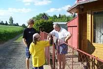 Žlutá trička Ligy proti rakovině oblékli také mladí hasiči z Bystrého.