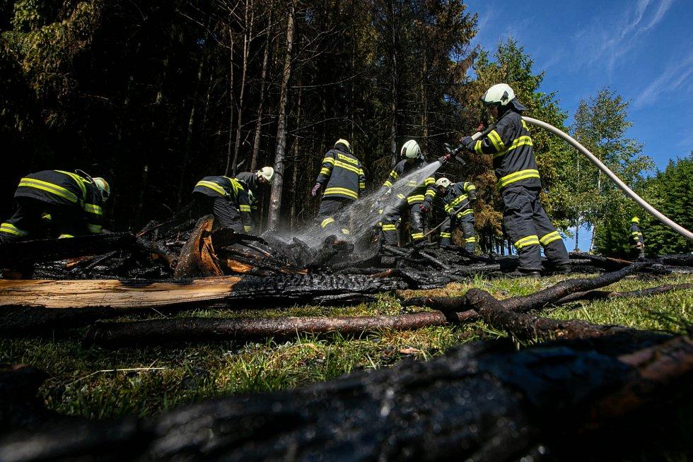 Požár uskladněného dřeva v Kounově