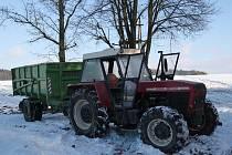 Traktor začal hořet přímo za jízdy