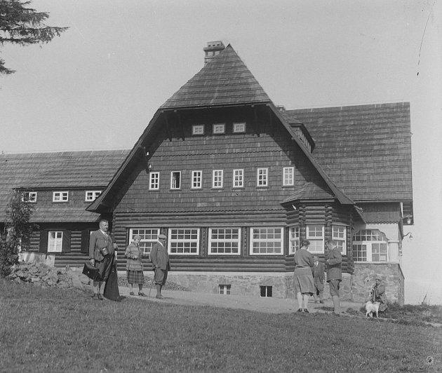 Na konci 80.let 19.století se vytváří samostatný Klub českých turistů, který má při svém zrodu téměř tisíc členů a 48odborů. Rychnovský klub patří mezi první čtyři vČechách.