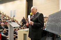 Václav Klaus při návštěvě na hradecké univerzitě