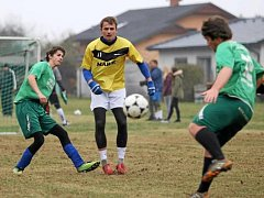 Už 24. ročník fotbalového turnaje Lhota cup vyhrál tým s názvem Vysloužilá esa. Turnaj přilákal velmi kvalitní hráče a rozhodně se bylo na co dívat.