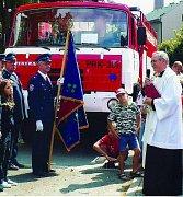 Farář Jiří Mára požehnal hasičskému vozu letos  v červenci.