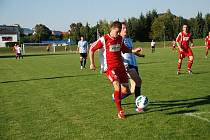 Záložník Týniště nad Orlicí Lukáš Slezák otevřel skóre utkání s Červeným Kostelcem.