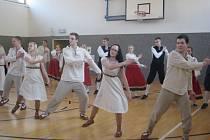 Až z Estonska přijeli mladí lidé předvést, jak se u nich tančí lidové tance
