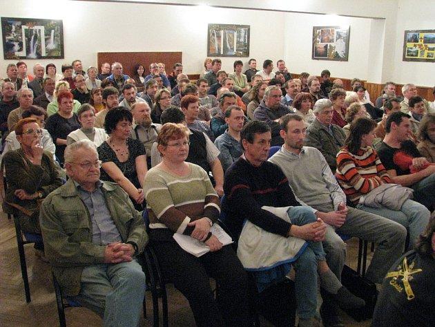 Zasedání zastupitelstva v Kostelci nad Orlicí (ilustrační foto).