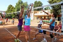 ČESTICKÁ ANTUKA ožije o víkendu tradičním národním finále vesnických a zemědělských družstev ve volejbalu.