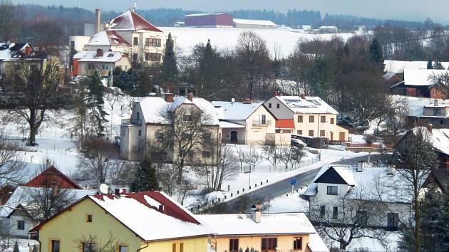 Pohled na obec Ohnišov na Rychnovsku.