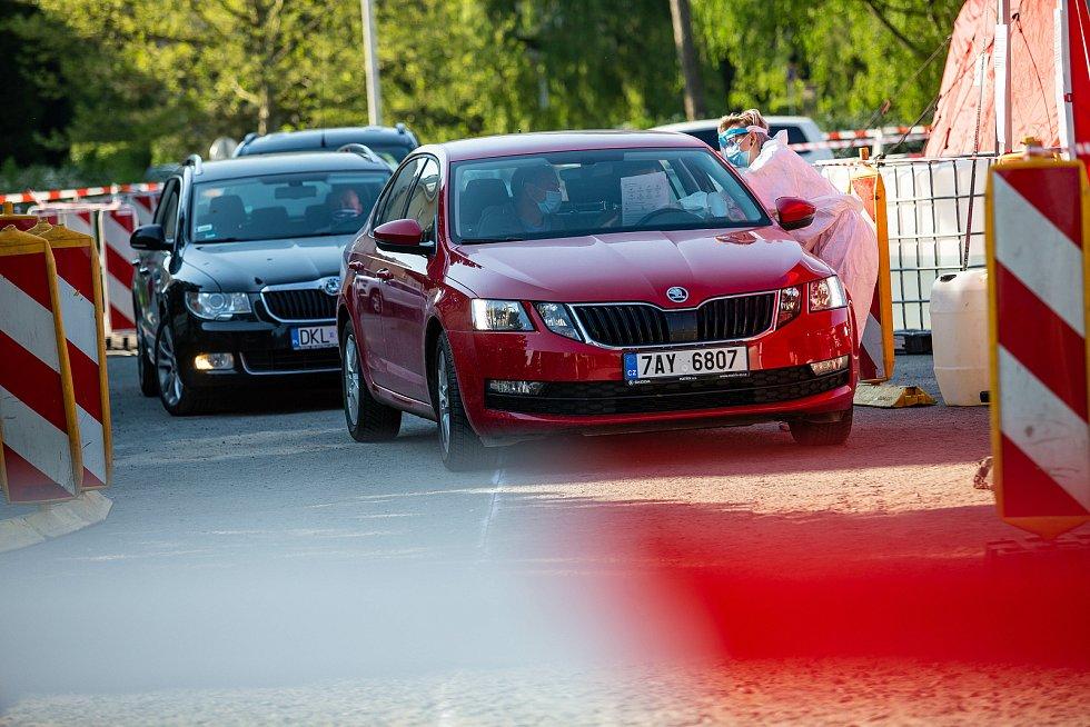 Testy polských pracovníků ze závodu Škoda auto v Kvasincách začaly. Do konce května chtějí otestovat na Covid-19 přes 2000 svých zaměstnanců.