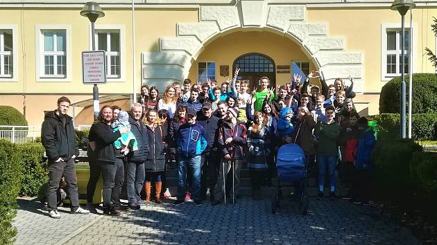 Ke stávce se ve čtvrtek připojili i studenti rychnovského gymnázia.