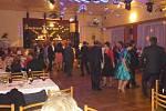 V kulturním sále Obecního hostince se tentokrát sešli občané na svém již XI. reprezentačním Společenském plese obcí Bolehošť, Ledce, Očelice, Přepychy Jílovice a Vysoký Újezd.