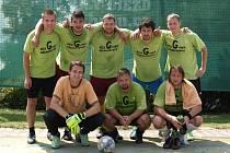 VÍTĚZNÝ TÝM.  Z prvenství se radovali hráči ACS Grupa Alkoholiczna.