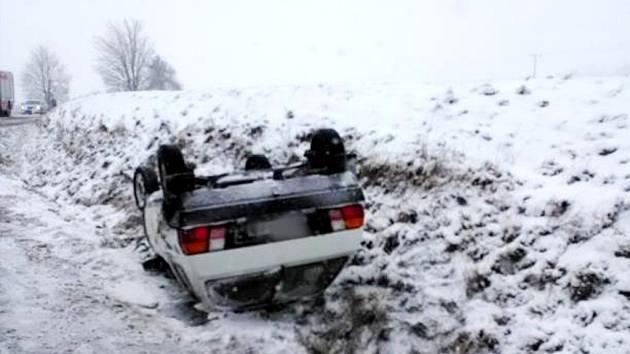 Havárie osobního automobilu u Svídnice.