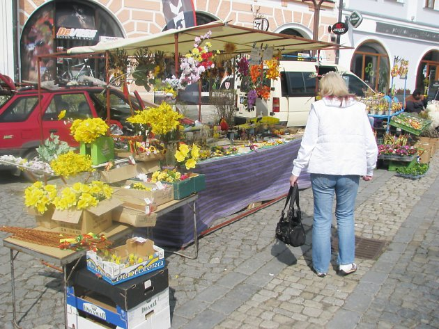 Trhy již nabízejí pestrý výběr květin