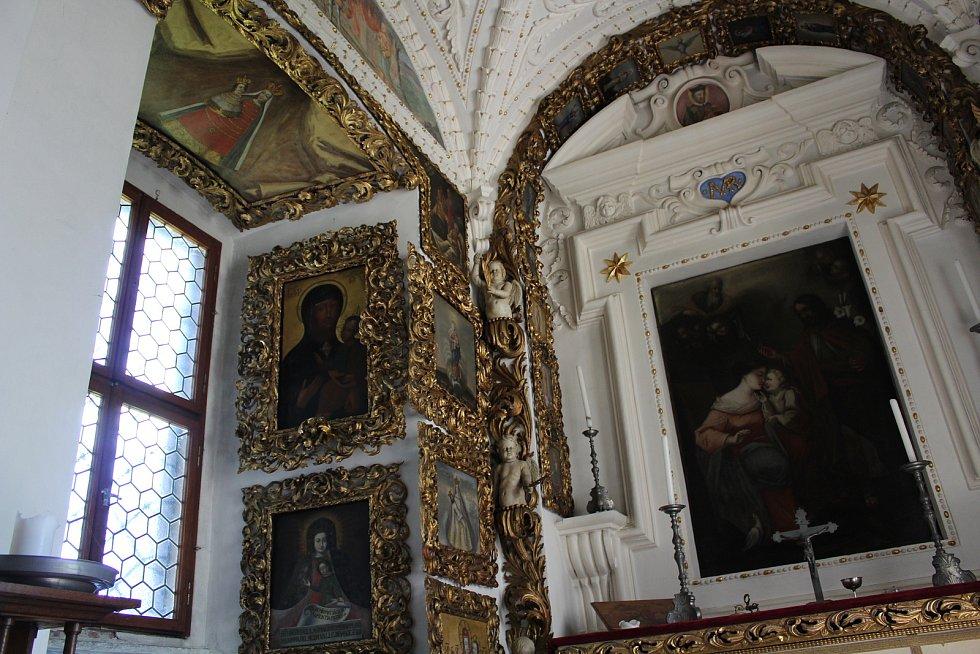 Z interiérů doudlebského zámku.
