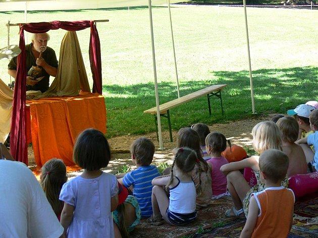 Děti bavilo divadlo