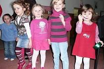 Jednadvacet předškoláků z Mateřské a Základní školy Roveň (MZŠ) dostalo pod vánoční stromeček netradiční dáreček – vyšetření nejmodernější screeningovou metodou.