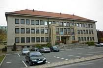 Budova Studijního střediska Univerzity Karlovy v Dobrušce.