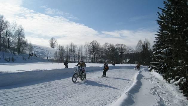 V horské obci se v sobotu jel jeden ze dvou závěrečných závodů Mistrovství České republiky v motoskijöringu Mitas Orion Cup 2009.