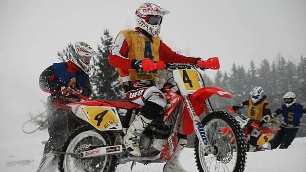 V Dobřanech v Orlických horách závěrečným závodem vyvrcholilo letošní Mistrovství České republiky v motoskijöringu Mitas-Orion Cup 2009.