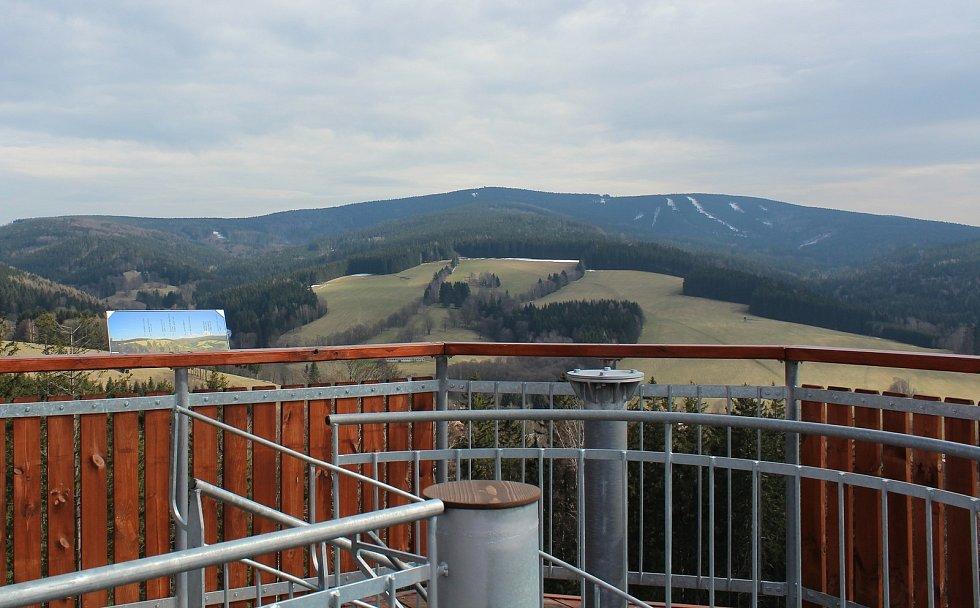 Z rozhledny na Feistově kopci. Foto: Deník/Jana Kotalová