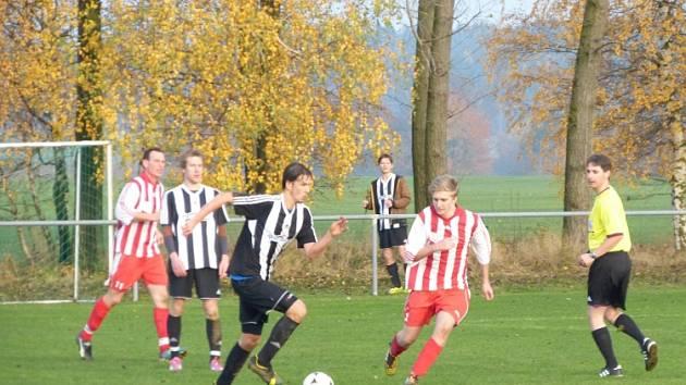 NEVYDAŘENÁ DERNIÉRA. Ohnišovští fotbalisté zakončili podzimní sezonu  domácí prohrou 1:7 s Hořicemi.