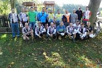 ÚČASTNÍCI letošní dvouhodinovky dvojic v Rychnově nad Kněžnou.