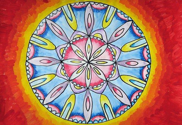 MANDALY, které vytvořily děti ze ZUŠ Opočno, budou v Galerii na chodníku na Kupkově náměstí v Opočně vystaveny celý červen. Klasická buddhistická mandala sestává ze soustředných kruhů či dalších symbolů a představuje obraz světa, ale také lidské nitro.