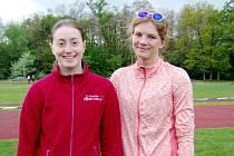 Talentované atletky z Dobrušky Pavlína Prudičová (vlevo) a Kateřina Hlávková úspěšně vstoupily do sezony.