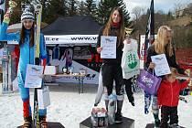 Lucie Rydlová (zcela vlevo) mezi nejlepšími slalomáři